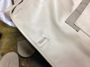 革コートのボタンホール周り切れてしまった部分のデザインリメイク1